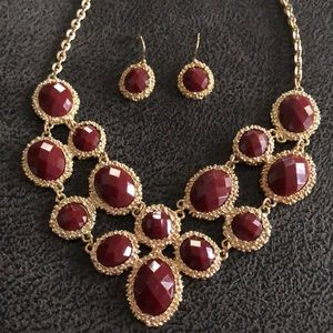 Burgundy and gold statement necklace set